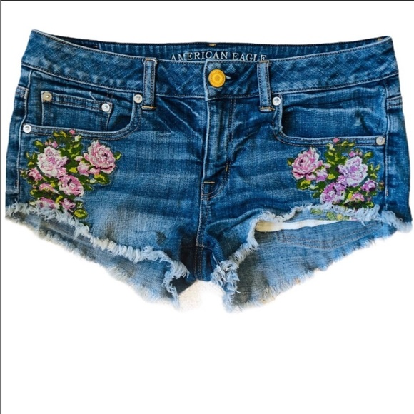 Embroidered jean shorts 🌸